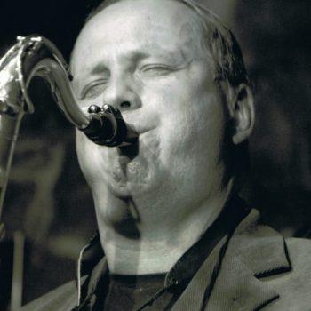 Jörg Linke spielt Saxophon
